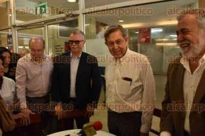 Xalapa, Ver., 27 de Noviembre de 2015.- Cuauht�moc C�rdenas y el senador Alejandro Encinas dieron una conferencia de prensa en reconocido caf� de esta ciudad.