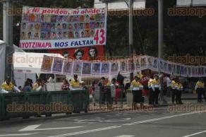 M�xico, DF, 27 de noviembre de 2015.- Padres de los 43 normalistas de Ayotzinapa mantienen su campamento en avenida Reforma y Chivatito para demandar justicia para los estudiantes y su regreso a sus hogares.