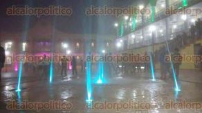 San Andr�s Tlalnelhuayocan, Ver., 27 de noviembre de 2015.- Con una inversi�n de 4.5 mdp se construy� un mirador, una fuente multicolor al centro de la explanada, parques y jardines en la cabecera municipal.