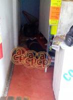Acayucan, Ver., 27 de noviembre de 2015.- Alrededor de las 10:30 horas, sujetos armados descendieron de un veh�culo y abrieron fuego contra �El Chepe�, al interior de la farmacia �Gen�ricos del Puerto�, ubicada en calle Enr�quez entre Jazm�n y V�squez G�mez, del barrio �La Palma�.