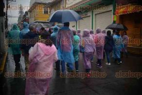 Xalapa, Ver., 28 de noviembre de 2015.- Integrantes del MMPV marchan por las principales calles del centro de la ciudad contra la evaluaci�n docente.