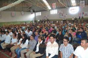 Xalapa, Ver., 28 de noviembre de 2015.- Ante la presencia de Abel Ch�vez, subsecretario de Organizaci�n del CDE del PRI, en representaci�n de Alberto Silva y de Jos� Luis Hern�ndez, presidente del PRI Municipal, rindieron protesta j�venes de este partido.