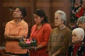 Xalapa, Ver., 29 de noviembre de 2015.- El arzobispo Hip�lito Reyes Larios hizo la bendici�n de las Coronas de Adviento las cuales representan para el pueblo cat�lico la llegada de Jesucristo.