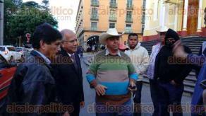 Xalapa, Ver., 30 de noviembre de 2015.- Desde temprana hora, productores de pi�a arribaron a Plaza Lerdo para solicitar al Gobierno del Estado apoyo para el campo.