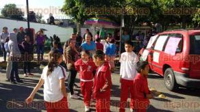 Coatepec, Ver., 30 de noviembre de 2015.- Este lunes, alumnos de la escuela