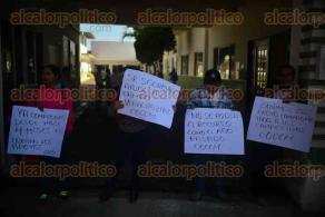 Xalapa, Ver., 30 de noviembre de 2015.- Integrantes del COCEM se manifiestan en la SEDARPA exigiendo el pago de proyectos productivos que tienen pendientes con ellos.