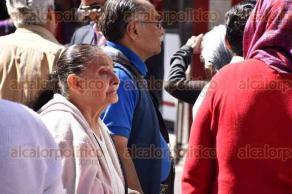 Xalapa, Ver., 30 de noviembre de 2015.- Bloquean jubilados la calle Xalape�os Ilustres, a la altura del BANAMEX, por no recibir su pensi�n.