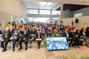 Xalapa, Ver., 30 de noviembre de 2015.- Los consejeros respaldaron a la UV y a la rectora Sara Ladr�n de Guevara. Se guard� un minuto de silencio en honor al distinguido acad�mico Rafael Olvera Carrascosa.
