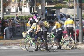 M�xico, DF., 30 de noviembre de 2015.- A pesar de los diversos accidentes, atropellamientos y muerte de ciclistas en la ciudad de M�xico, los ciclistas en su mayor�a no usan los equipos de seguridad recomendados para transitar en la ciudad. El casco en su mayor�a es el gran ausente entre los usuarios de este transporte.