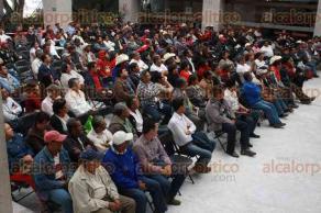 Xalapa, Ver., 1 de diciembre de 2015.- En la explanada del Congreso del Estado se colocaron sillas para que la gente pudiera observar por la pantalla la comparecencia del titular de SEDARPA, Ram�n Ferrari.
