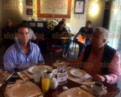 Xalapa, Ver., 1 de diciembre de 2015.- En conferencia de prensa y acompa�ado del delegado de BANOBRAS, Salvador Manzur; el ex titular de la CAEV, Francisco Valencia, revel� sus aspiraciones de buscar la candidatura a la minigubernatura por dos a�os.