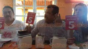Coatzacoalcos, Ver., 1 de diciembre de 2015.- Reuni�n de integrantes de la Asociaci�n �S� vida� en este municipio, en donde emitieron su opini�n sobre la ejecuci�n de los diputados locales y sus salarios.
