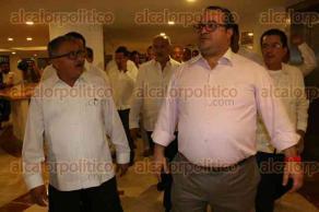 Veracruz, Ver., 1 de diciembre de 2015.- Javier Duarte se reuni� a puerta cerrada con integrantes del Congreso del Trabajo en un conocido hotel; previo a su entrada, anunci� la llegada de inversiones importantes al Estado como la procesadora de alimentos Nestl�, el Proyecto Etileno XXI Braskin Idesa, entre otras.