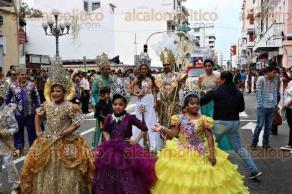 Veracruz, Ver., 5 de febrero de 2016.- Desfile de la corte real del Carnaval de Veracruz, por la avenida Independencia, ante una concurrida asistencia.