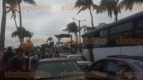 Veracruz, Ver., 6 de febrero de 2016.- Tras la cancelaci�n del primer desfile del Carnaval, programado para este s�bado por la noche, se manifestaron los concesionarios de gradas.
