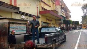 Orizaba, Ver., 6 de febrero de 2016.- Docentes se manifestaron afirmando que las movilizaciones seguir�n, pues exigen que en verdad se aplique justicia contra quienes agredieron al profesor que presuntamente fue baleado por agentes de la Polic�a Municipal.