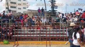 Veracruz, Ver., 7 de febrero de 2016.- El primer paseo de Carnaval Veracruz 2016 arranc� con baja afluencia por parte de turistas y locales. El contingente carnestolendo avanz� a la altura de la Plaza de la Soberan�a y aunque el clima fue agradable, la mayor�a de las gradas lucen vac�as.
