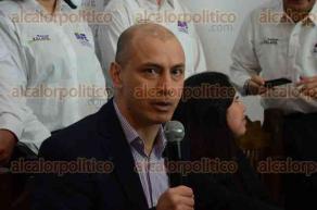 Xalapa, Ver., 7 de febrero de 2016.- Alberto Meza Abud anunci� p�blicamente su registro como precandidato para la gubernatura por el Partido Alternativa Veracruzana, iniciando este domingo su precampa�a en Coatepec y Perote.