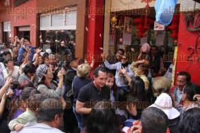 Ciudad de M�xico, CDMX, 7 de febrero de 2016.- En la calle Dolores del Barrio Chino, dragones danzan ante la mirada de los visitantes, adem�s diversas artesan�as de la cultura China son promovidas por inicio del �A�o del Mono Chino�.