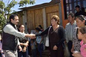 Xalapa, Ver., 8 de febrero de 2016.- El alcalde Am�rico Z��iga y personal del Ayuntamiento recorrieron la colonia Moctezuma; vecinos solicitaron drenaje, alumbrado y otros servicios.