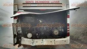 Acatzingo, Ver., 10 de febrero de 2016.- Veh�culos da�ados durante el accidente carretero registrado en la carretera Acatzingo-Mendoza; se distingue la densa neblina en la zona, misma que fue la causa del incidente.