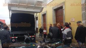 Coatepec, Ver., 10 de febrero de 2016.- Personal del Ayuntamiento inspeccion� los camiones compactadores que adquirir�an para mejorar el servicio de limpia p�blica y as� rescindir contrato con la empresa �servicios verdes�.