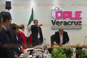Xalapa, Ver., 10 de febrero de 2016.- Sesi�n del Organismo P�blico Local Electoral (OPLE) donde se discute, entre diversos puntos, la ratificaci�n de la alianza PRD-PAN.