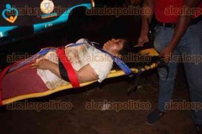 San Juan Evangelista, Ver., 10 de febrero de 2016.- 2 de los 6 pasajeros que resultaron lesionados al caer un autob�s a un barranco, por descuido del conductor, se encuentran graves y fueron trasladados al hospital para su cuidado.
