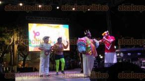 Veracruz, Ver., 10 de febrero de 2016.- Entierro de Juan Carnaval la noche de este mi�rcoles. Con esto concluyeron las fiestas carnestolendas. El show corri� a cargo del grupo Extremo.