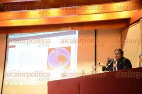 Xalapa, Ver., 11 de febrero de 2016.- Randall Mart�nez Muriel, investigador de la Universidad de Costa Rica, se present� en el Seminario Internacional de Investigadores de Posgrado que organiza la Universidad Veracruzana.