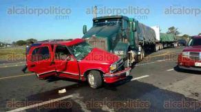 San Rafael, Ver., 11 de febrero de 2016.- Fuerte accidente dej� varios lesionados en la intersecci�n de las carreteras Matamoros-Puerto Ju�rez y Teziutl�n-Nautla, lugar conocido como �El Faro�.