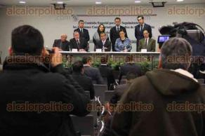 Ciudad de M�xico, 11 de febrero de 2016.- En el Senado, el presidente de la Comisi�n para dar seguimiento a las agresiones contra periodistas, Marco Antonio Bl�zquez y Fernando Yunes, presidente de la Comisi�n de Justicia, exigen esclarecimiento del asesinato de la reportera Anabel Flores Salazar.