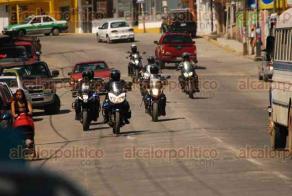 Banderilla, Ver., 12 de febrero de 2016.- Intensa movilizaci�n polic�aca se registr� en este municipio por la privaci�n de la libertad de un se�or y un joven; el operativo se extendi� hasta Xalapa.