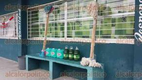 Poza Rica, Ver., 12 de febrero de 2016.- Alumnos, docentes y padres de familia fueron convocados en escuelas del municipio, para impartir informaci�n sobre acciones de limpieza y abatimiento del dengue, chikungunya y zika.