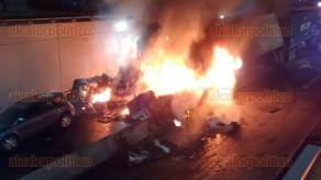 Xalapa, Ver., 13 de febrero de 2016.- Esta es la imagen, la madrugada de este s�bado, en la Av L�zaro C�rdenas, donde hizo crisis la situaci�n ya que son cotidianos los accidente por alcance.
