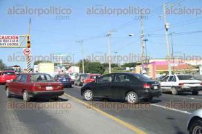 Xalapa, Ver., 13 de febrero de 2016.- El tr�fico contin�a a vuelta de rueda en la avenida L�zaro C�rdenas, debido al accidente que se registr� la madrugada de este s�bado.
