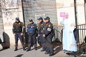 Ciudad de M�xico , 13 de febrero de 2016.- El Papa Francisco recorre las calles de la ciudad para arribar a Palacio Nacional al encuentro con el presidente Enrique Pe�a Nieto.