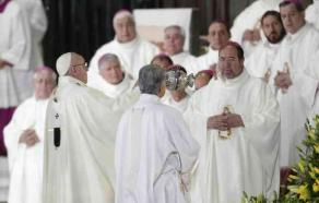 Ciudad de M�xico., 13 de febrero de 2016.- El papa Francisco oficia misa en la Bas�lica de Guadalupe en el marco de su visita a M�xico.