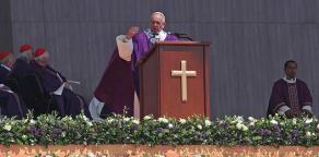 Ecatepec, Estado de M�xico, 14 de febrero de 2016.- Se estima que cerca de 300 mil personas asistieron a la ceremonia religiosa oficiada por el Papa Francisco en el predio conocido como El Caracol.