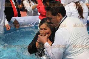 Ciudad de M�xico, 14 de febrero de 2016.- En el Monumento a la Revoluci�n alrededor de 20 mil fieles de la iglesia La Luz del Mundo festejaron con oraciones la Ceremonia Internacional de Bautismos.