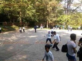 Xalapa, Ver., 28 de abril de 2016.- Alumnos de la escuela primaria �Rafael Ram�rez� acudieron al parque �El Haya� a celebrar el D�a del Ni�o; el cuerpo docente decidi� que pasaran un d�a entretenido celebrando la naturaleza y disfrutando de juegos al aire libre.