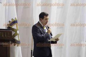 Xalapa, Ver., 28 de abril de 2016.- En el sal�n Domo se present� la conferencia magistral del �fil�sofo de G��mez�, Ram�n Dur�n: Date la oportunidad de ser feliz, organizada por los rotarios de Xalapa y Coatepec, unidos por los Bomberos.