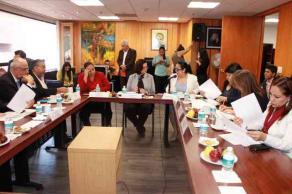 Xalapa, Ver., 28 de abril de 2016.- La rectora de la UV, Sara Ladr�n de Guevara, se reuni� con diputados federales de la Comisi�n de Educaci�n P�blica y Servicios Educativos.