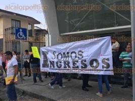 Xalapa, Ver., 29 de abril de 2016.- Por segundo d�a consecutivo trabajadores de Hacienda del Estado dejan de laborar para manifestarse exigiendo la destituci�n de Arturo Jaramillo D�az, responsable de la Subsecretar�a de Ingresos de SEFIPLAN.