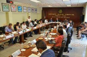 Xalapa, Ver., 29 de abril de 2016.- El vocal ejecutivo del INE, Antonio Ignacio Manjarrez Valle, presidi� la sesi�n ordinaria y extraordinaria del Consejo local, donde se desahogaron 16 puntos en el orden del d�a.