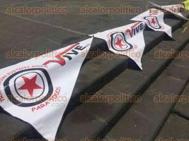 Xalapa, Ver., 29 de abril de 2016.- Integrantes de la agrupaci�n Vendedores Independientes del Estado de Veracruz (VIVE), se manifestaron la ma�ana de este viernes en Plaza Lerdo.
