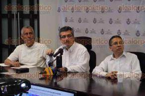 Xalapa, Ver., 29 de abril de 2016.- Protecci�n Civil anuncia en conferencia de prensa que contin�a la �ola de calor� esta semana y para la siguiente se esperan lluvias y hasta granizo. En la imagen Sa�l Miranda, Federico Acevedo y Jos� Llanos.
