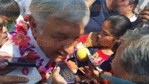 Coatzacoalcos, Ver., 29 de abril de 2016.- La gira de tres d�as de Andr�s Manuel L�pez Obrador, l�der nacional de MORENA, en apoyo al candidato a gobernador Cuitl�huac Garc�a Jim�nez inici� en esta ciudad.