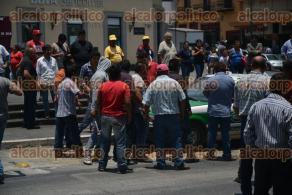Xalapa, Ver., 29 de abril de 2016.- Habitantes de Zongolica bloquearon la avenida Enr�quez; exigieron la construcci�n del tramo carretero Temazcalapa-Zongolica.