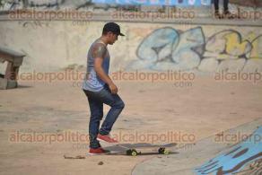 Xalapa, Ver., 29 de abril de 2016.- J�venes amantes del Skate Board participaron en el